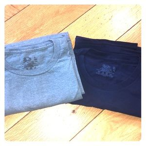 2 Fruit of the loom pocket t shirts